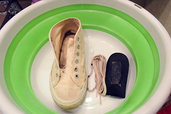 洗う 洗剤 靴