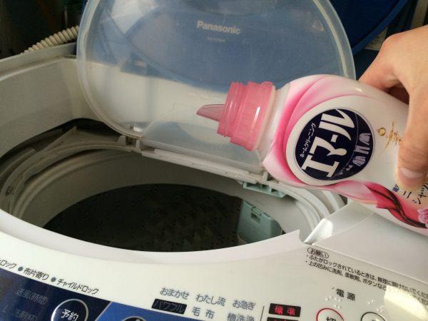 中性洗剤を入れます