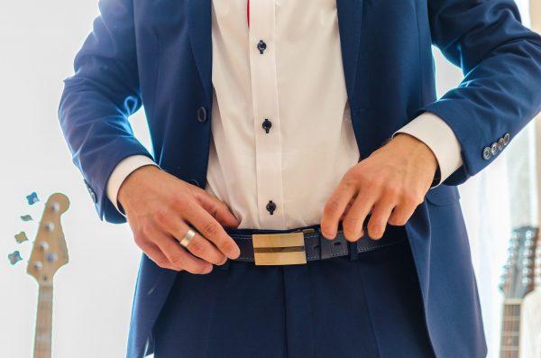 男性のスーツ姿