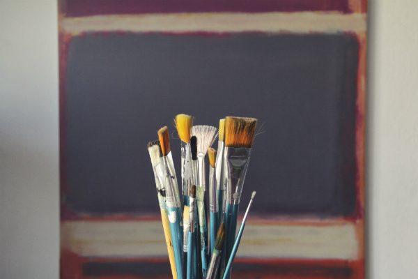 細かいところにペンキを塗るには良さそうな筆