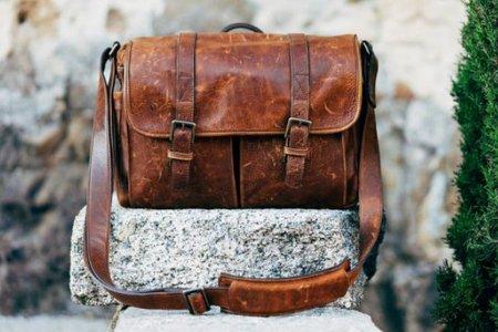 a0169ddcd91d 革の鞄のお手入れは、油分の補給!傷には水拭き、汚れには消しゴム ...