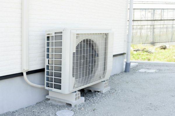 カバー ホース 室外 エアコン 機