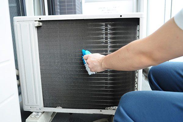 掃除 エアコン の 室外 機 エアコンの室外機がうるさいときはまずこの方法で!簡単に直るかも?!