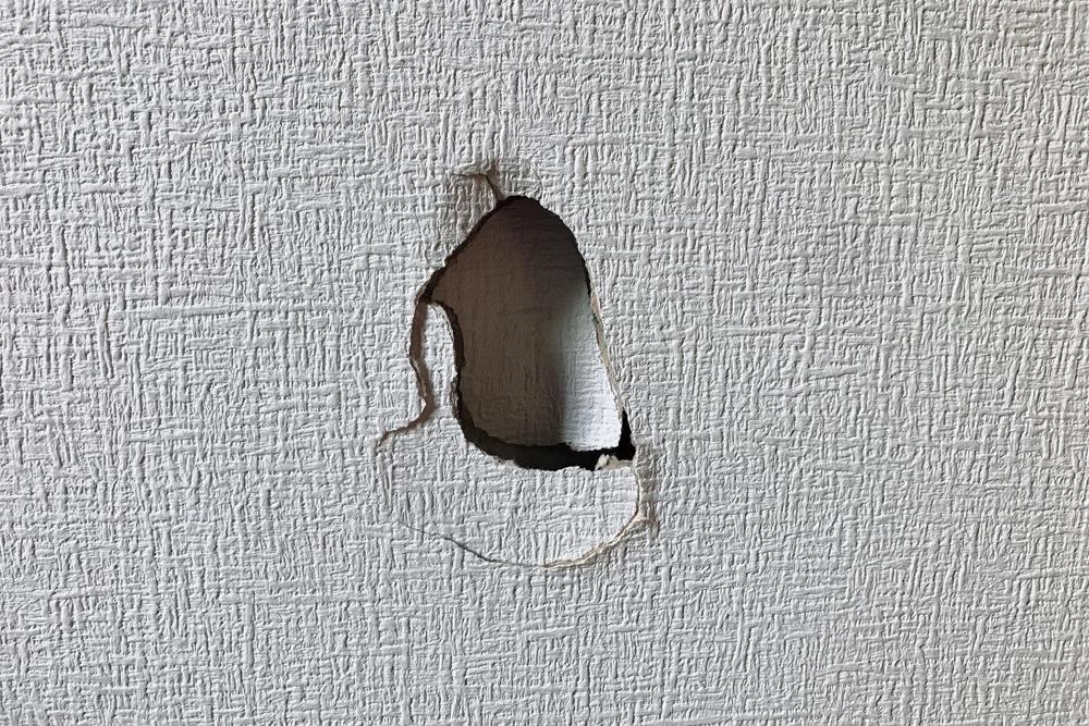 壁 の 穴 補修